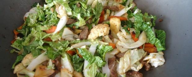 Carne com legumes oriental