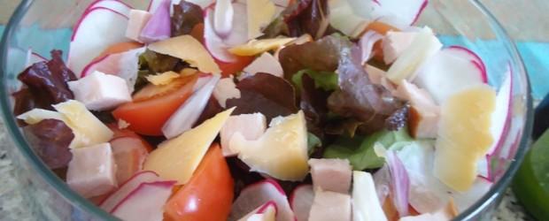 salada com lasc de parmesão